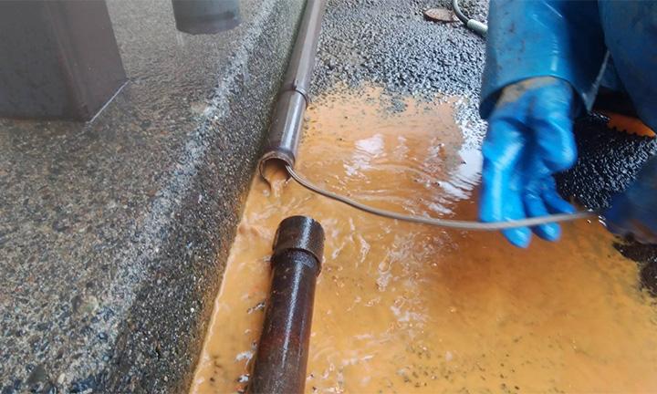 コンクリート掃除業者の水道管・消雪パイプ洗浄