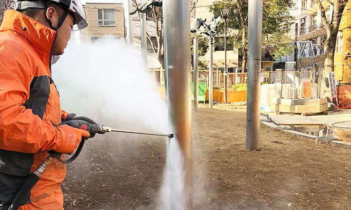 コンクリート掃除業者のテープ・ステッカー除去洗浄