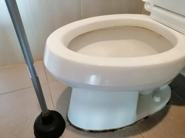 異物によるトイレの詰まり