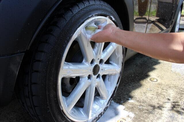 高圧洗浄機を使ったタイヤやホイールの洗浄