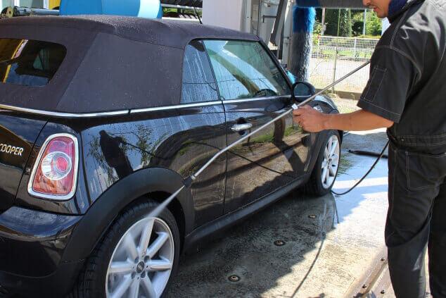 高圧洗浄機を使った車全体の洗浄