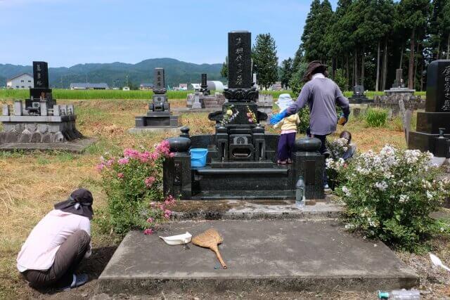 墓石を自分でクリーニングする方法